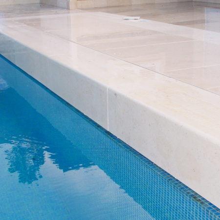 bloc margelle piscine calcaire camargue