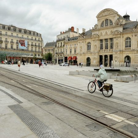 angers-tram-dalle-podotactile-granit-gris-perle-ambre