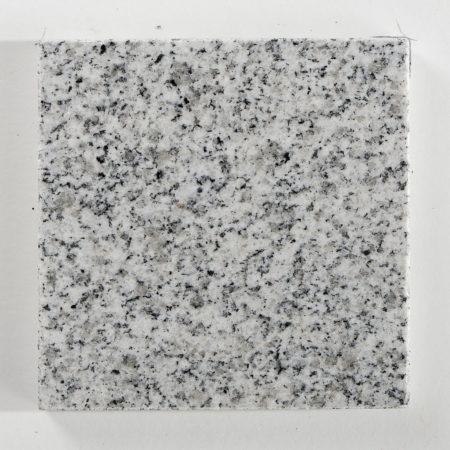 granit-gris-perle-ambre-poli